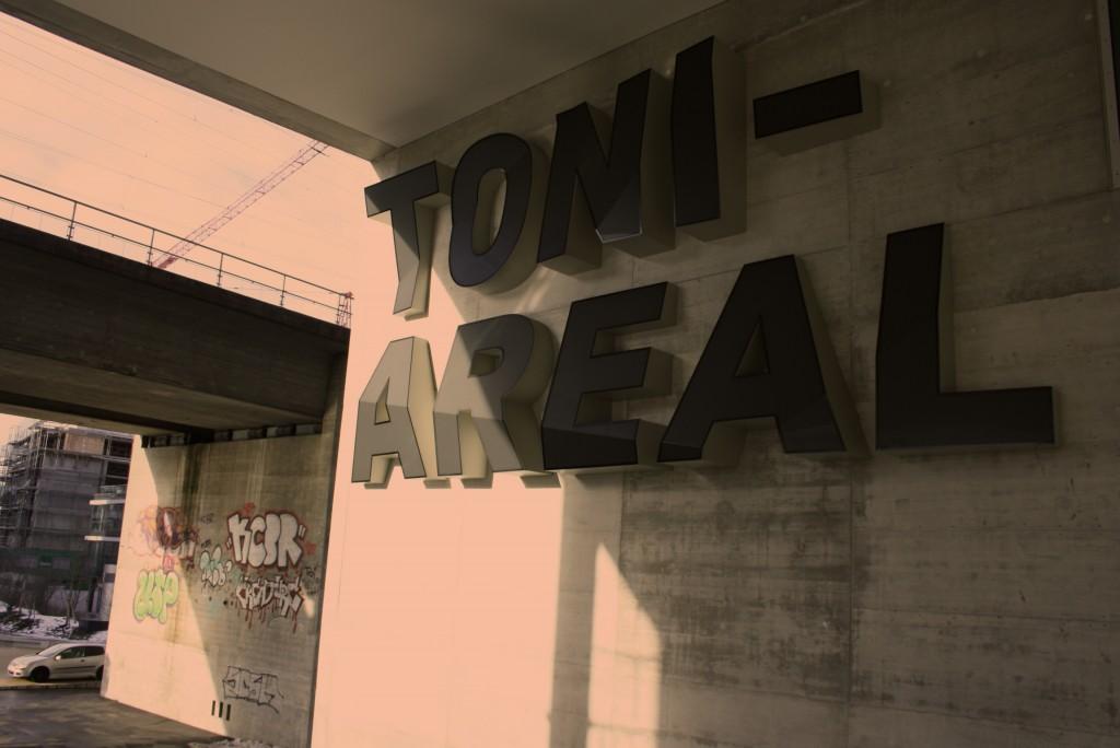 Toni Areal – 3 D-Logo an der Pfinstweidstrasse
